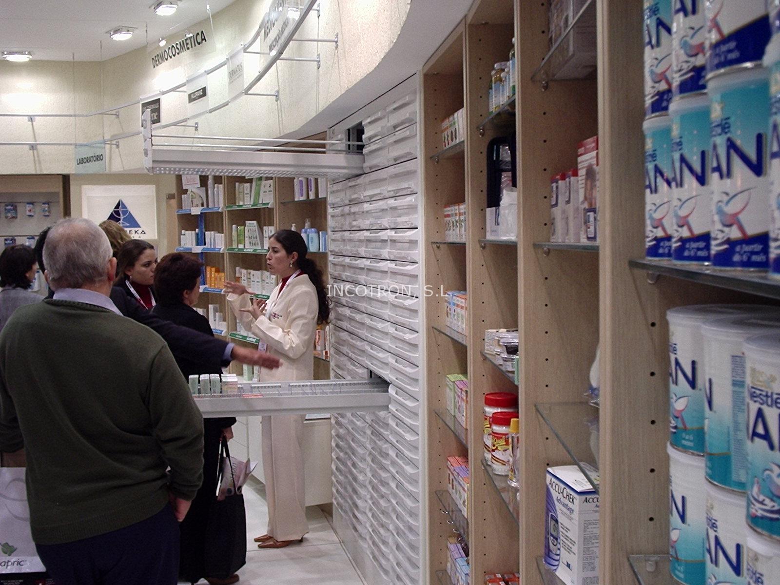 Mobiliario para farmacias y ópticas con cajones abiertos